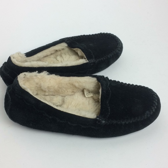 74f757077d4 UGG Women's Black Scalloped Moc Slipper Size 7